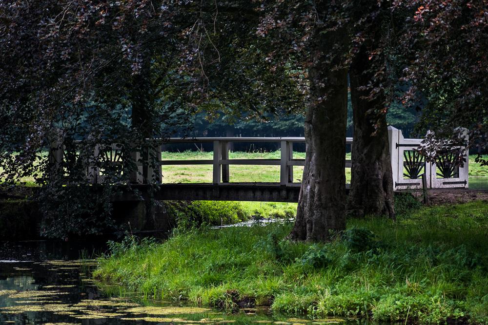 """""""The English sunrise""""  - het motief in alle bruggen en hekken op Elswout"""